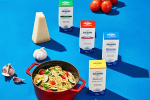 One-pot pasta with tomatoes, courgettes and basil